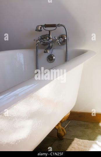 Antique Cast Iron Claw Foot Bath Tub Stock Photo 35498107 Alamy