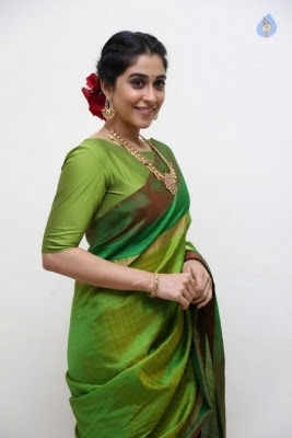 Regina Cassandra Photos - 12 of 37