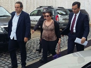 Rita Mercês (ao centro) foi presa nesta quinta-feira (20) (Foto: Sérgio Henrique Santos/Inter TV Cabugi)