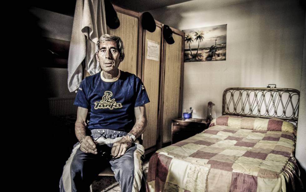 Tras 30 años en la cárcel, Jesús García dirige ahora un taller mecánico.