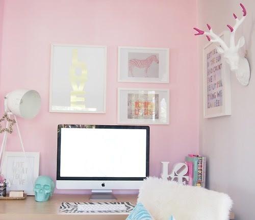 ruemag: Talvez estejamos obcecados com rosa nos dias de hoje, mas esse escritório feminino é adorável!  {Imagem}