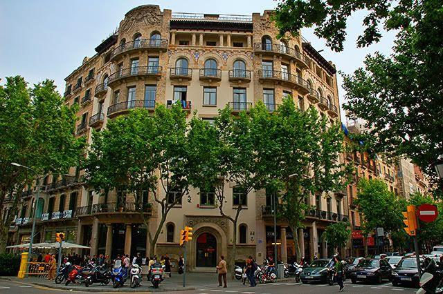 Centric Point Hostel: Passeig de Gracia 33, Barcelona, Spain [enlarge]