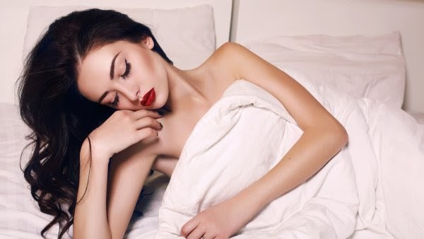 SEE THE DAMAGES CAUSED:when you sleep with makeup overnight