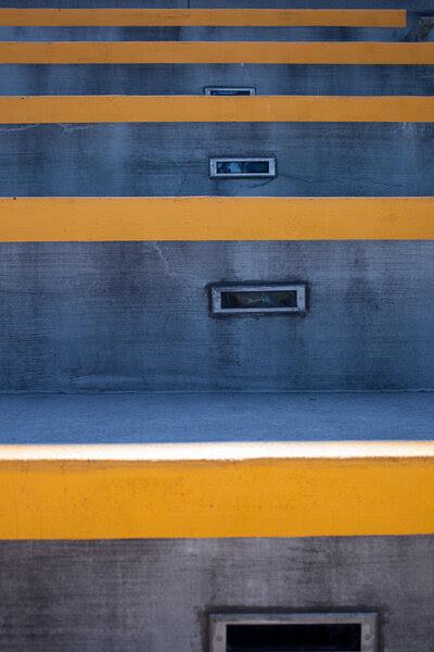 Минимализм: линии, контрастные цвета
