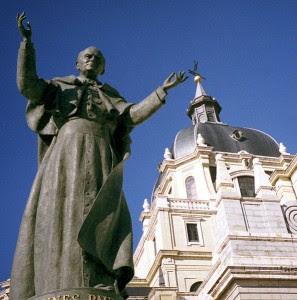 Statue of Pope John Paul II outside the Catedral de la Almudena (Madrid, Spain) by sculptor Juan de Ávalos, 1998.