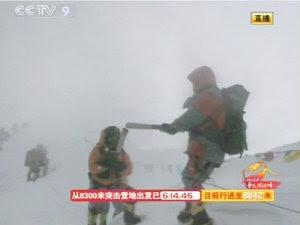 Torţa Olimpică în drumul său spre Everest (Imagine: Mediafax Foto/AFP)