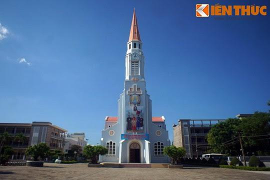 Khám phá nhà thờ Nhọn nổi tiếng ở Quy Nhơn - Ảnh 4.