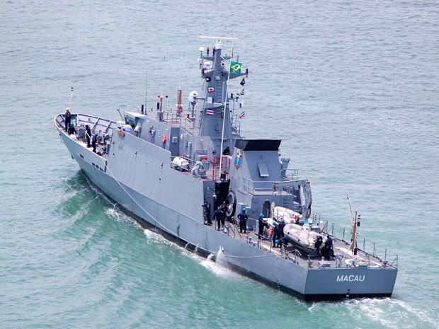 Navio-Patrulha Macau resgatou tripulante na noite desta sexta-feira na costa potiguar (Foto: Divulgação/Marinha)