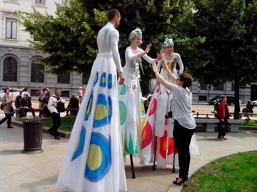 Attrattiva nella piazza della Scala by Ylbert Durishti