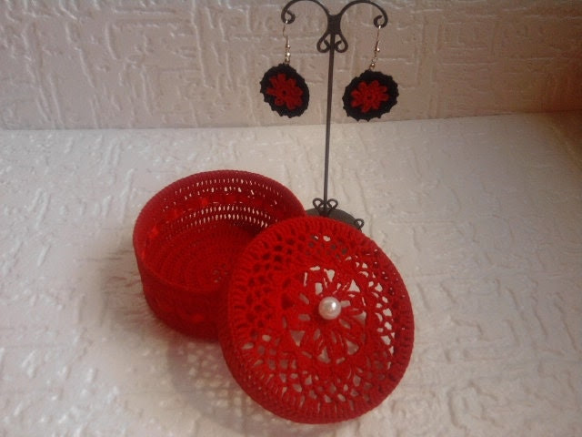 Red gift set  of crocheted earrings and jewelry box - croatianproud