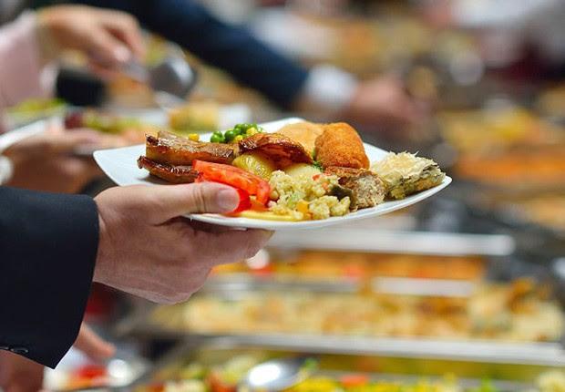 Horário de almoço ; alimentação ; comida ; intervalo do trabalho ;  (Foto: Shutterstock)