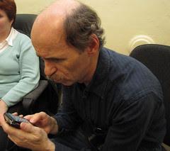 Pepa Konečný zkouší ovládání telefonu s dotykovým displejem poslepu