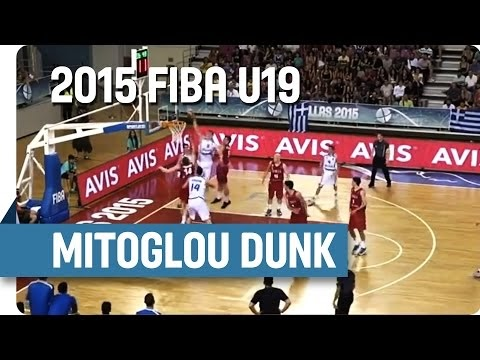 Δείτε το φοβερό κάρφωμα του Μήτογλου στα μέσα της τρίτης περιόδου του αγώνα με την Σερβία