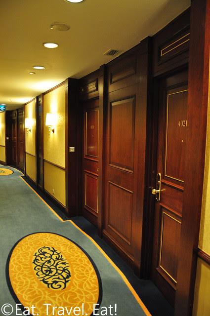Island Shangri-La: Room Hallway