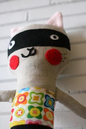 El gato enmascarado (Masked cat)