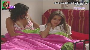 DEbora Ghira sensual nos morangos