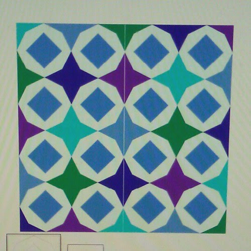 (ignore the line down the center) could be a fun paper piecing pattern! :)