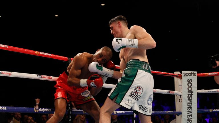 Smith stopped Mohoumadi after just 101 seconds