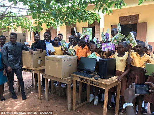 Well-wishers donate 5 computers to Ghanaian teacher who taught students on a blackboard - AmeyawDebrah.Com