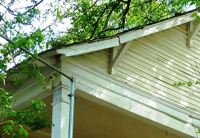 P1060125-2012-03-25-English-Avenue-Historic-Westside-Phoenix-Flies-APC-corner-bungalow-craftsman-details