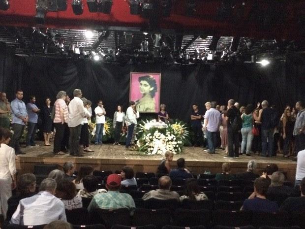 Corpo de Marília Pêra é velado no Teatro do Leblon (Foto: Cristina Boeckel/G1)