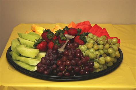 How Much Does a Fruit Tray Cost?   HowMuchIsIt.org