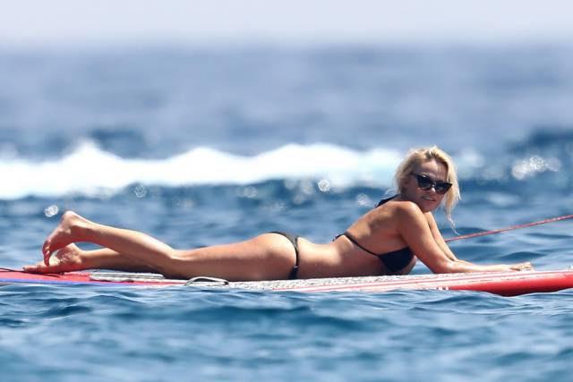 More Pamela Anderson In A Bikini