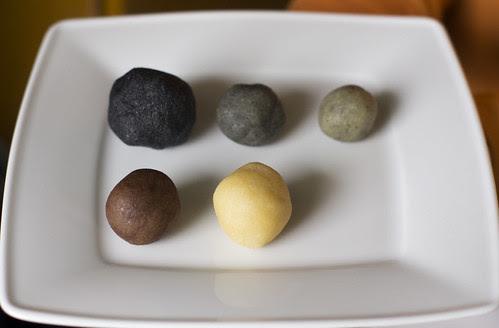 Värvitud martsipan / Naturally colored marzipan