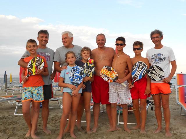 foto del gruppo beach tennis  finalistal del primo trofeo padri-figli - Bagno Medusa - Lido degli Scacchi - Ferrara