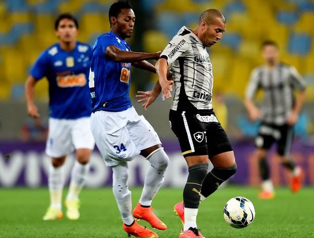 Marquinhos cruzeiro e Emerson Sheik Botafogo (Foto: Agência Getty Images)