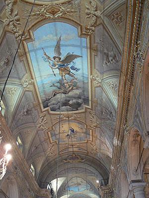 plafond de la basilique saint michel archange.jpg