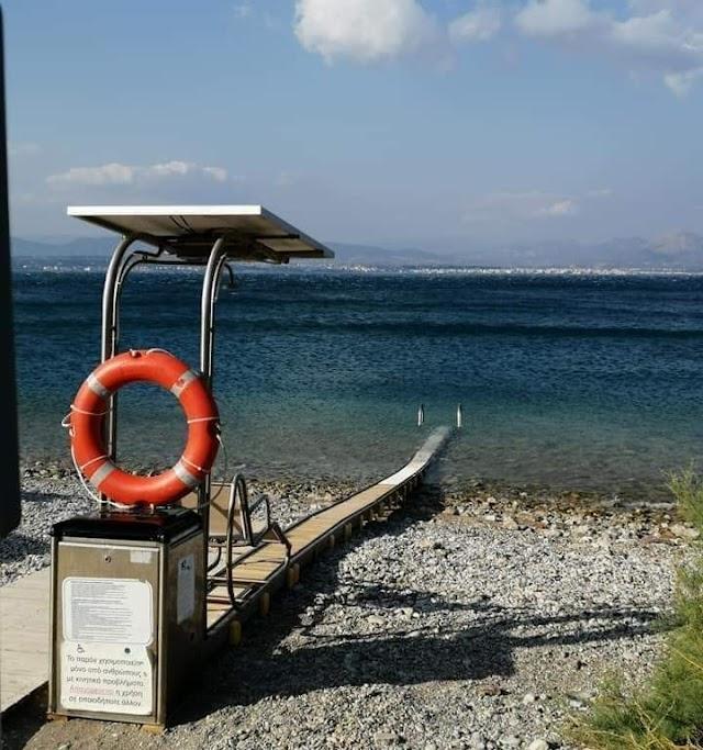 Λουτράκι: Τοποθετήθηκε ράμπα αυτόνομης πρόσβασης ΑμεΑ στη θάλασσα