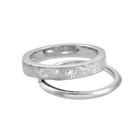 INWAVES   Mens 9ct White Gold Engagement Ring Stack