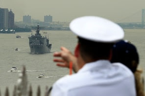 A sailor stands in Weehawken, New Jersey, to look at the USS Oak Hill, a Harpers Ferry-class dock landing ship of the United States Navy, as it arrives in New York Harbor for Fleet Week in New York May 21, 2014. REUTERS/Eduardo Munoz (UNITED STATES - Tags: MILITARY SOCIETY MARITIME)