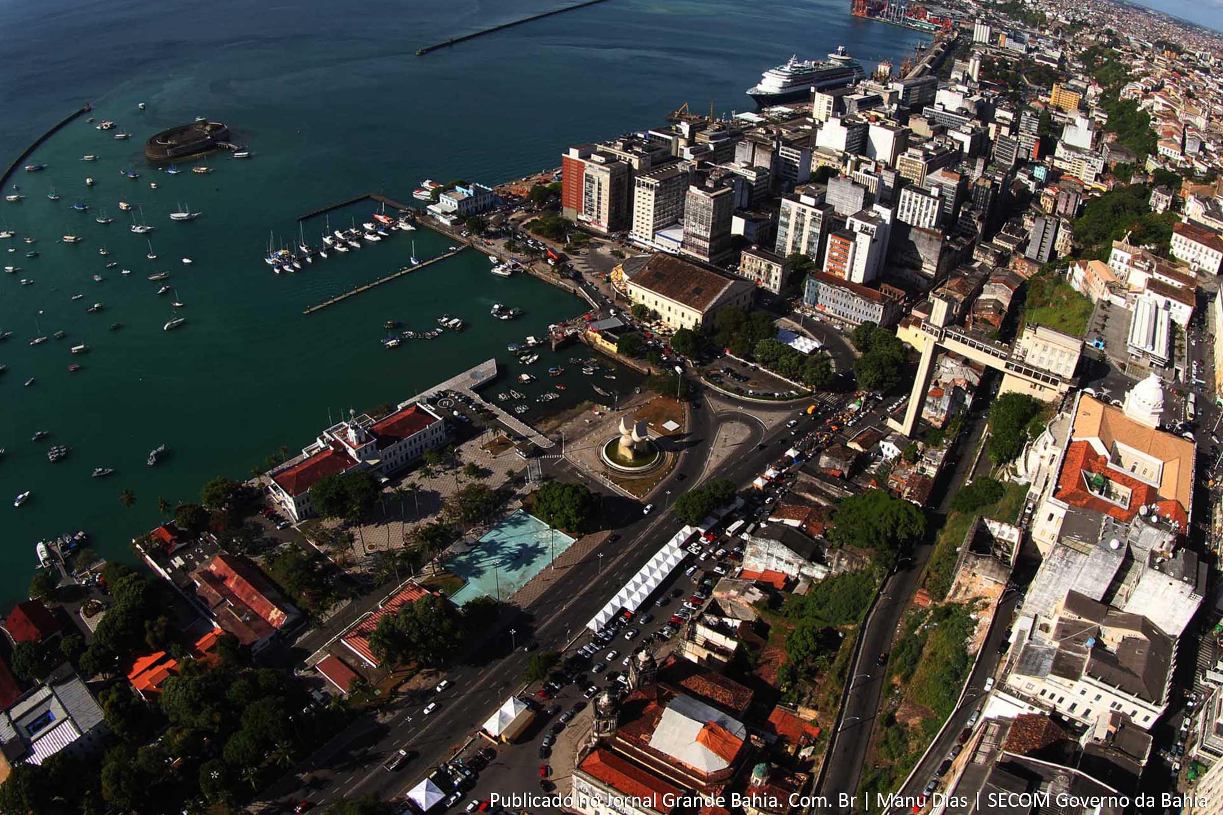 http://www.jornalgrandebahia.com.br/wp-content/uploads/2013/06/Salvador-Cidade-Baixa-com-Mercado-Modelo.jpg