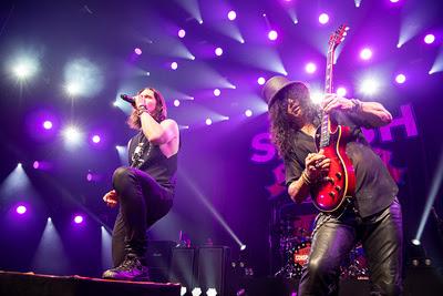 SLASH: Гитарист Guns N' Roses презентовал новый клип и готовит к выпуску альбом со старыми друзьями