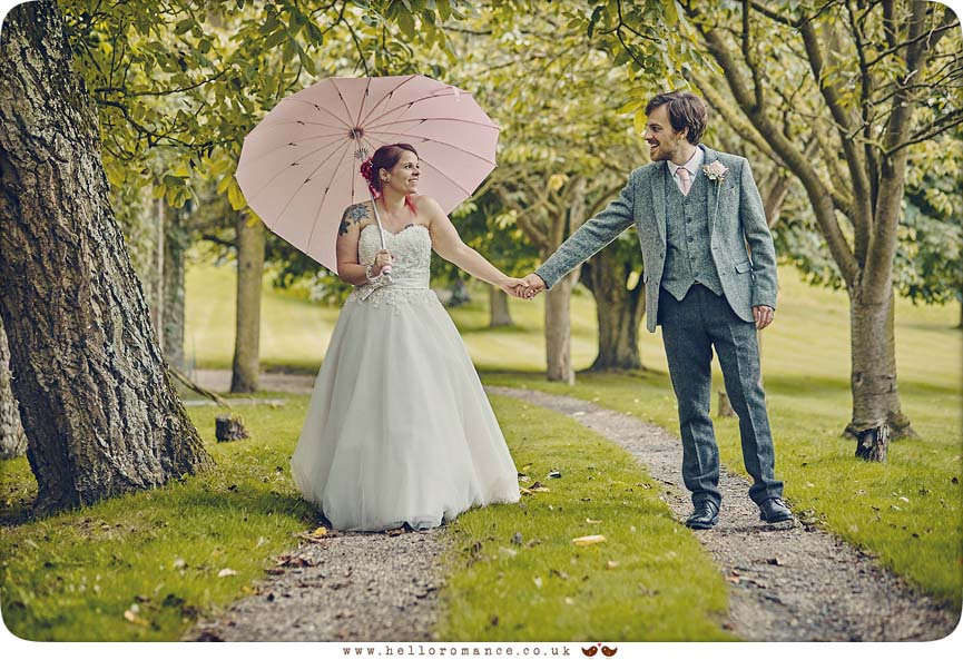 Another cute wedding photo - www.helloromance.co.uk