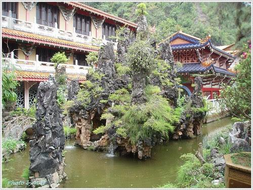 Landscaped stone garden @ Sam Poh Tong