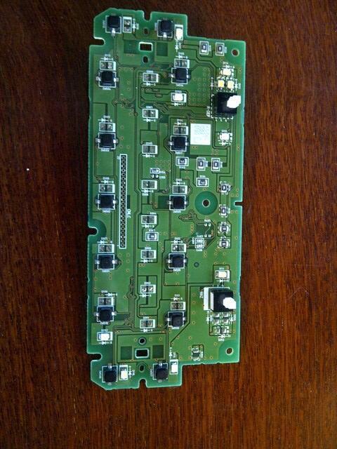 Karena posisi LED harus benar kutub konkret  Cara Bongkar LED Panel AC & Base Switch Toyota Fortuner
