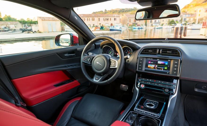 Hasil gambar untuk Jaguar XE 2017