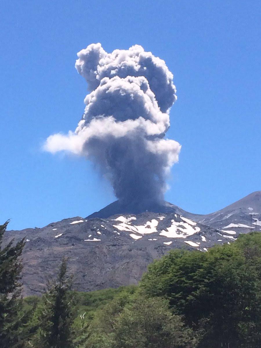 2 volcans éclatent simultanément au Chili, nevados de chillan, Copahue, éruption du volcan chile, 2 éruptions volcaniques chile, explosions volcaniques chili nevados de chillan Copahue, l'activité chile volcan
