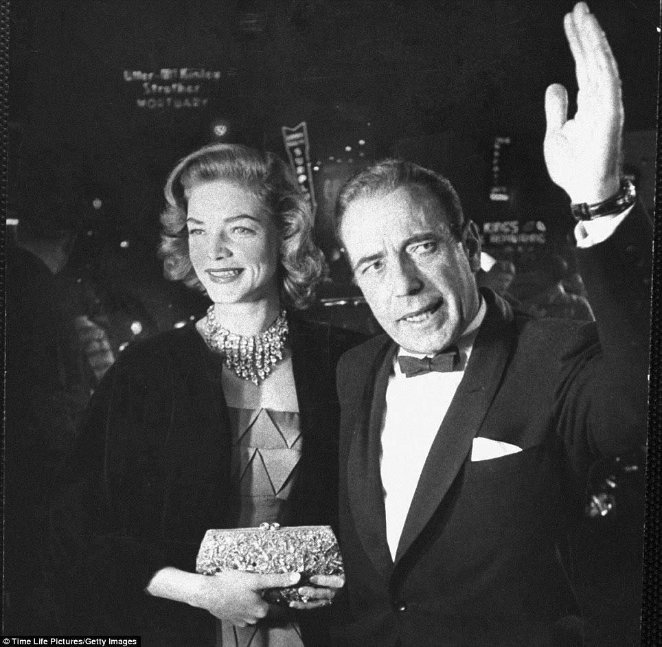 Par romântico: Humphrey Bogart e Lauren Bacall esposa chegou, o Academy Awards 27.  Eles se conheceram no set de Ter e Não Ter em 1944, quando tinha 19 anos e Bacall Bogart 45