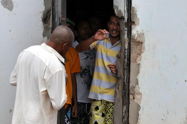 João Maria (de camisa pólo listrada) está entre os presos transferidos