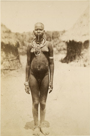 English: Portrait of an Acholi woman