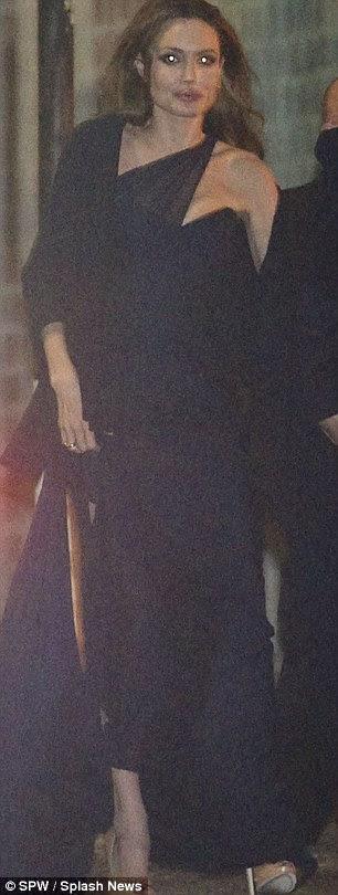 Dazzling: No final da noite Angelina Jolie ainda olhou cada polegada a estrela de Hollywood