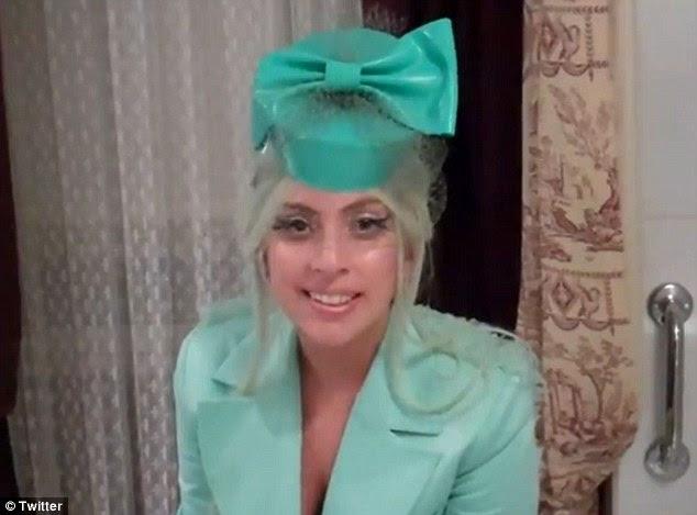 Muito obrigado!  Lady Gaga enviou um adolescente canadense uma mensagem de vídeo pessoal para lhe agradecer a sua anti-bullying esforços