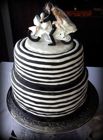 14 best images about Wedding Cakes on Pinterest   Novelty