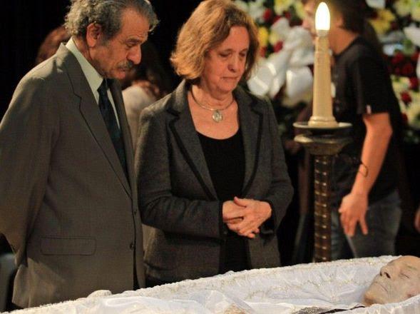 DESPEDIDA. Elvira, su última compañera, junto a Mario Sábato. (EFE)