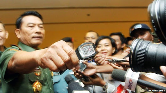 Military chief 'collects fake watches'