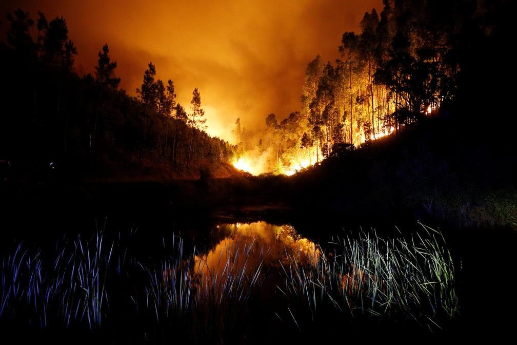 Incêndio em Portugal dura mais de 24 horas; mais de 60 morreram.